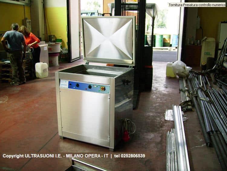 Vasche e pulitrici automatiche ad ultrasuoni e detergente
