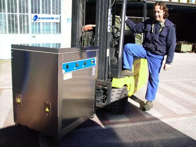 Lavaggio industriale a ultrasuoni per meccaniche di precisione